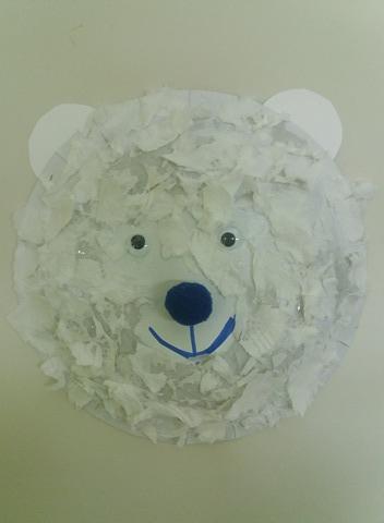 πολική αρκούδα με χάρτινο πιάτο