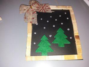 χριστουγεννιάτικο κάδρο με ξύλινα μανταλάκια